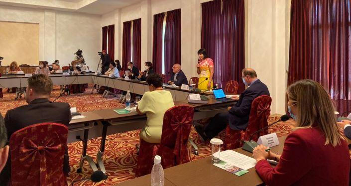 20 августа в городе Чолпон-Ата проходит круглый стол по обсуждению оптимизации службы детской онкологии