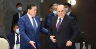 Премьер-министр Казахстана Аскар Мамин (слева) и председатель правительства России Михаил Мишустин на очередном заседании Евразийского межправительственного совета в Чолпон-Ате