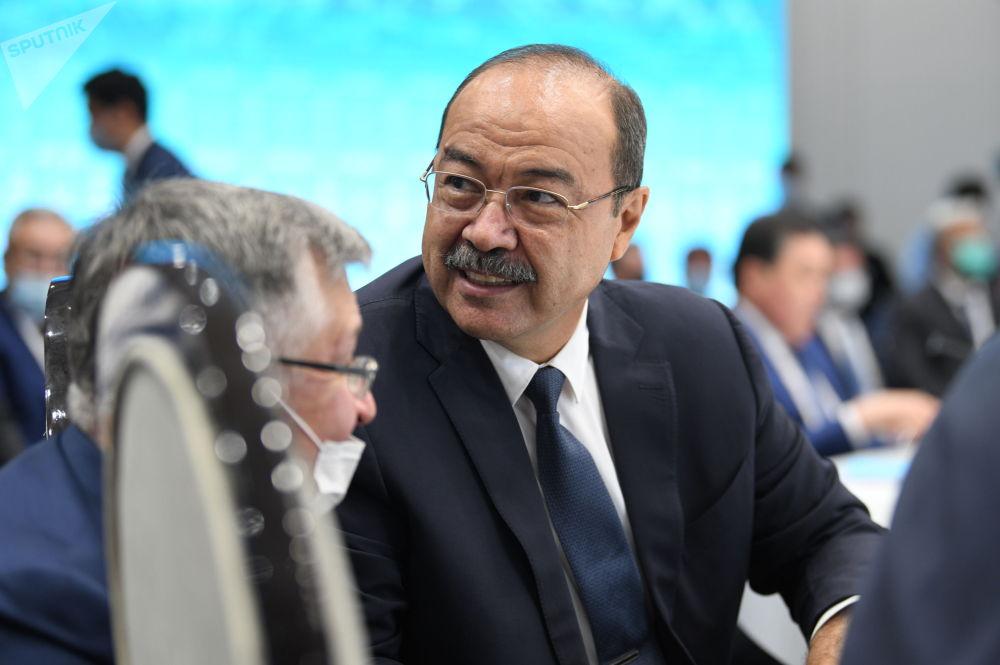 Өзбекстандын өкмөт башчысы Абдулла Арипов отурумга байкоочу катары катышты