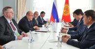 Встреча председателя кабинета министров Кыргызской Республики Улукбека Марипова с председателем правительства Российской Федерации Михаилом Мишустиным в Чолпон-Ате.