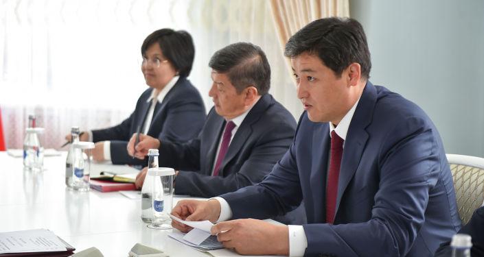 Председатель кабинета министров Кыргызской Республики Улукбек Марипов на встрече с главой правительства РФ Михаилом Мишустиным