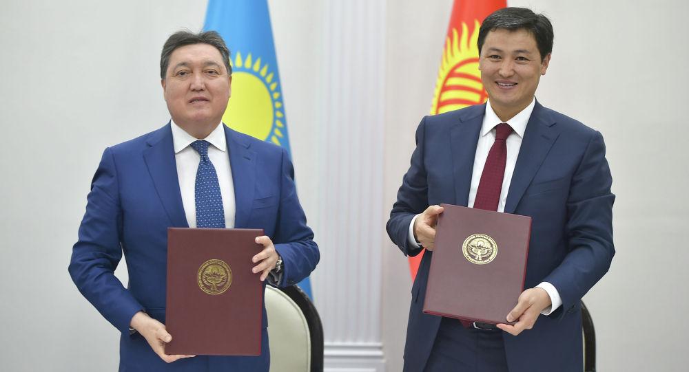 Кыргызстандын министрлер кабинетинин төрагасы Улукбек Марипов Казакстандын премьер-министри Аскар Мамин менен жолугушуу учурунда
