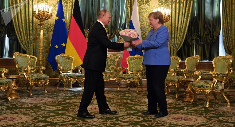 РФ лидери Владимир Путин менен Ангела Меркелдин Кремлде жолугушуусу