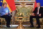 Президент РФ Владимир Путин и федеральный канцлер Германии Ангела Меркель во время встречи.