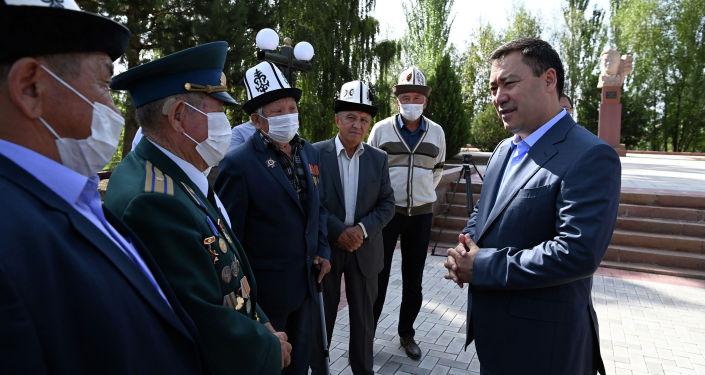 Президент Кыргызской Республики Садыр Жапаров возложил цветы к памятнику выдающемуся государственному деятелю Жусупу Абдрахманову, установленному в его родовом селе Жаркынбаево Иссык-Кульского района. 21 августа 2021 года
