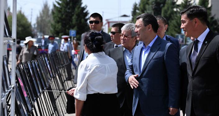 Глава государства Садыр Жапаров посетил историко-документальную выставку в Караколе