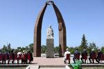 Глава государства Садыр Жапаров посетил музейно-мемориальный комплекс Кусеина Карасаева, где вместе с близкими родственниками ученого прочитал молитву в память о нем.