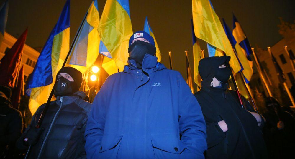 Киевде митингге чыккан жарандар. Архивдик сүрөт