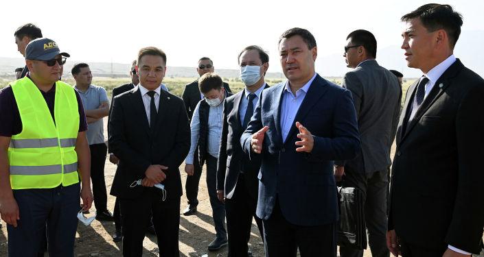 Президент Кыргызской Республики Садыр Жапаров в рамках рабочей поездки в Иссык-Кульскую область ознакомился с ходом реконструкции участка автодороги Балыкчы-Барскоон. 21 августа 2021 года
