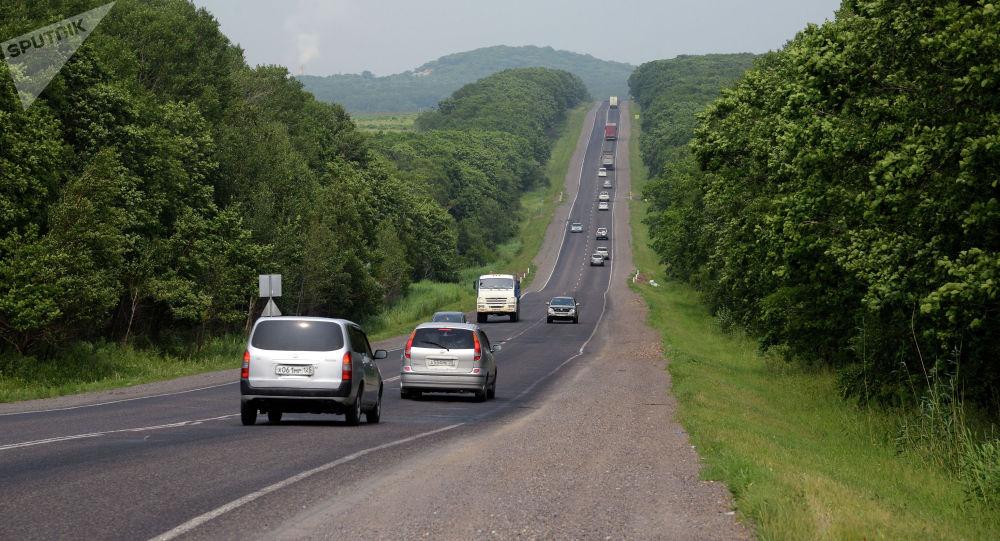 Автомашины на трассе. Архивное фото