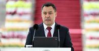 Президент Садыр Жапаров Олимпиада-2020 оюндарынан медаль алган спортчулар менен Кыргызстандын курама командасына мамлекеттик сыйлыктарды тапшырып жатканда