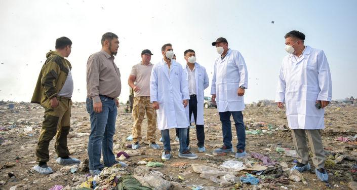 Представители турецкой компания Biotrend Energy во время подписания меморандума о строительстве мусороперерабатывающего завода в Бишкеке. 23 августа 2021 года