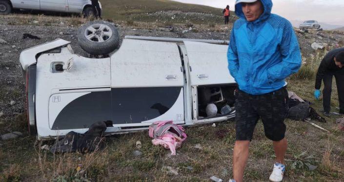 ДТП в Суусамырской долине, на 201-м километре трассы Бишкек — Ош, где столкнулись автомобили марки Honda Stepwgn и Volvo. 23 августа 2021 года