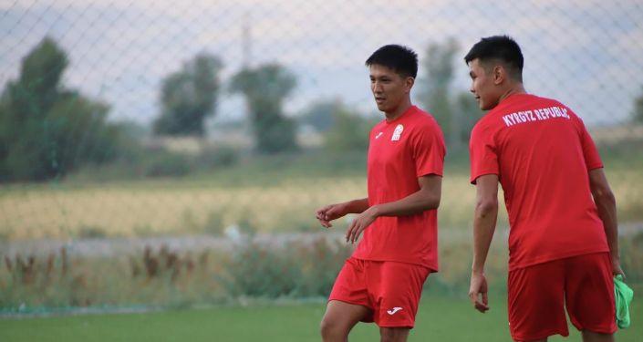 Нападающий сборной Кыргызстана по футболу Абай Боколеев во время учебно-тренировочных сборов. 24 августа 2021 года