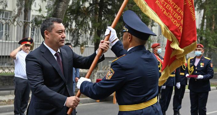 Президент Садыр Жапаров принял участие в торжественном мероприятии, посвященном 80-летию Внутренних войск Министерства внутренних дел страны. 24 августа 2021 года
