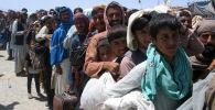 Люди на пропускном пункте в пакистано-афганском пограничном городе Чаман