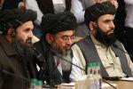 Талибдердин саясий кеңсесинин жетекчиси мулла Абдул Гани Барадар (ортодо). Архивдик сүрөт