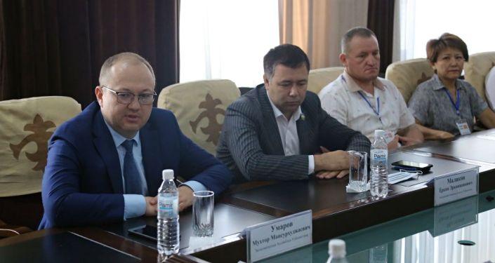 Исполняющий обязанности мэра города Ош Алмаз Мамбетов провел встречу с представителями Ассоциации развития бизнеса Узбекистана во главе с руководителем Мухтаром Умаровым. 24 августа 2021 года