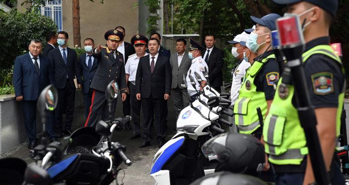 Президент Садыр Жапаров посетил МВД и ознакомился с новейшим материально-техническим оснащением органов внутренних дел. 24 августа 2021 года