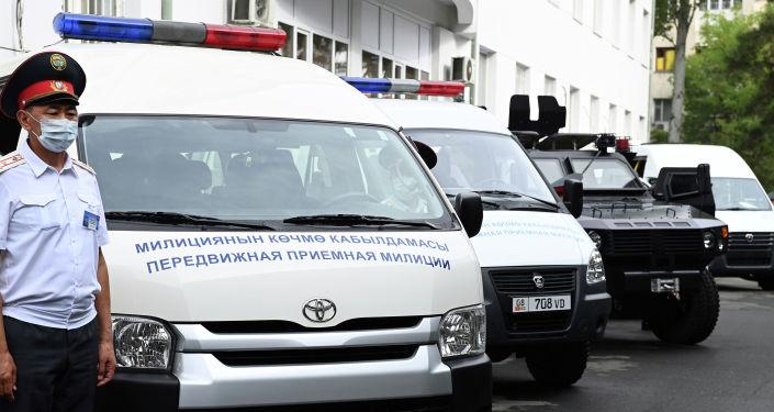 Новые автомашины и специальная техника во время ознакомления президента КР с новейшим материально-техническим оснащением органов внутренних дел. 24 августа 2021 года