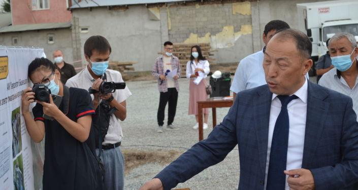 Глава Минэнерго Доскул Бекмурзаев на церемонии закладки капсулы в фундамент Северной РЭС в Бишкеке. 24 августа 2021 года