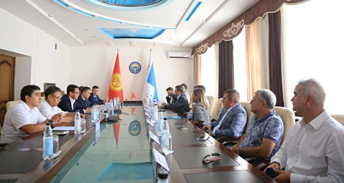 Исполняющий обязанности мэра города Ош Алмаз Мамбетов и президент турецкой компании Biotrend Energy Илхан Доган подписали меморандум по реализации инвестиционного проекта проектирование и строительство мусороперерабатывающего завода в городе Ош