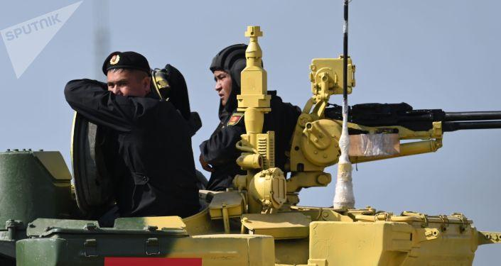 Член команды военнослужащих Кыргызстана перед началом индивидуальной гонки в соревнованиях танковых экипажей на международном конкурсе Танковый биатлон-2021 на полигоне Алабино