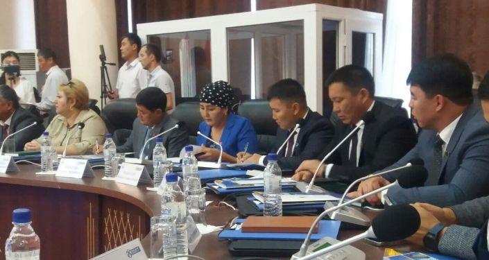 Депутаты во время сессии городского кенеша в Оше. 26 августа 2021 года