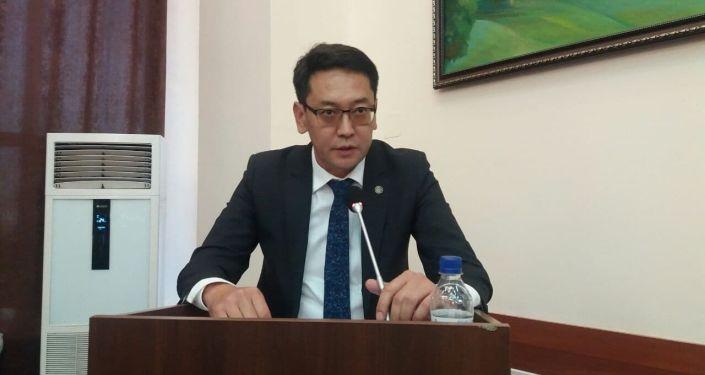 Мэр города Ош Алмаз Мамбетов во время выступления на сессии городского кенеша. 26 августа 2021 года
