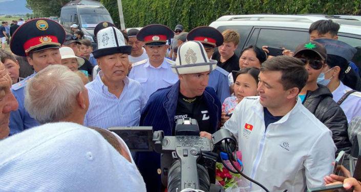 Кыргызстанский пловец Владислав Шулико переплыл Иссык-Куль в длину