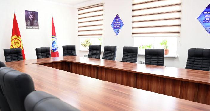 Новое современное здание отдела внутренних дел Кадамжайского района во время визита президента КР. 28 августа 2021 года