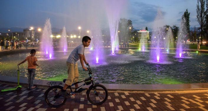 Фонтан в новом парке Ынтымак в Бишкеке. 28 августа 2021 года