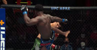 Минувшей ночью в Лас-Вегасе прошел турнир UFC Vegas 35. Бойцовская организация по традиции подготовила видеонарезку лучших моментов.