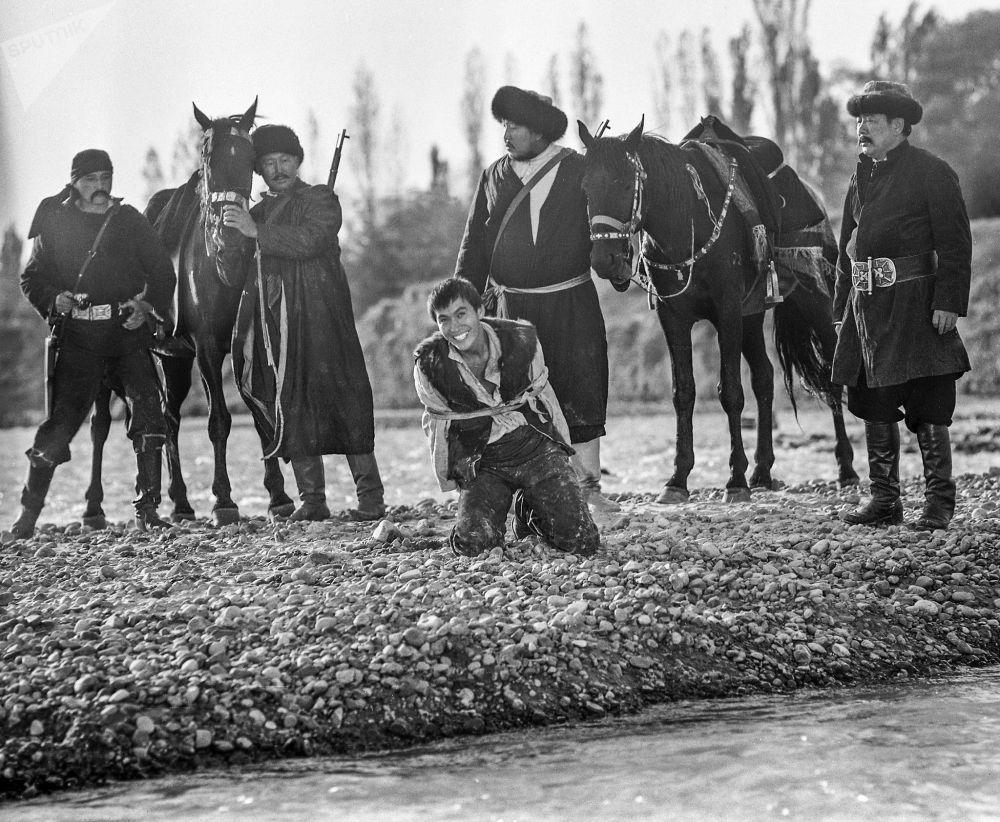 Кинокартинанын басымдуу бөлүгү Чоң Кемин, Алай, Кочкор райондорунда камерага түшүрүлгөн