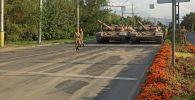 В восточной части Бишкека ездят танки