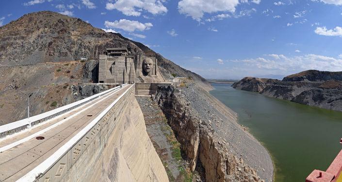 Вид на Кировское водохранилище с плотины в Таласской области