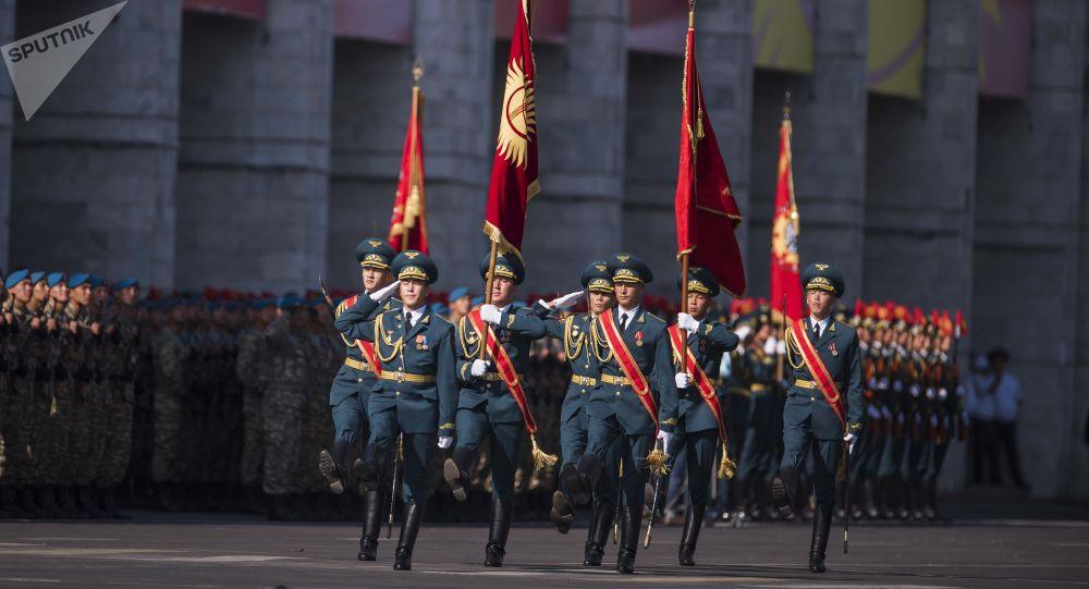 Военнослужащие на параде в Бишкеке. Архивное фото
