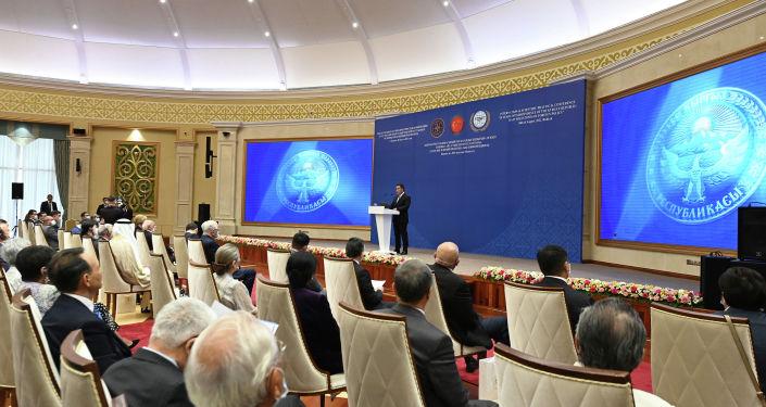 Президент Кыргызстана Садыр Жапаров во время встречи с представителями дипломатических миссий и международных организаций в честь празднования 30-й годовщины Дня независимости