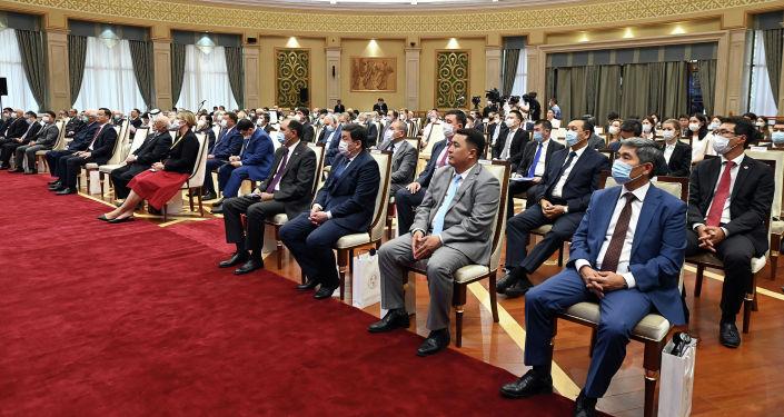 Президент Кыргызстана Садыр Жапаров встретился с представителями дипломатических миссий и международных организаций в честь празднования 30-й годовщины Дня независимости