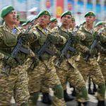 По площади прошагали военнослужащие Министерства обороны, Пограничной службы ГКНБ, Национальной гвардии, Сил воздушной обороны, МЧС, Внутренних войск МВД и сотрудники милиции