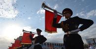 Военный оркест принимают участие в военном параде в честь Дня Независимости на площади Ала-Тоо в центре Бишкека