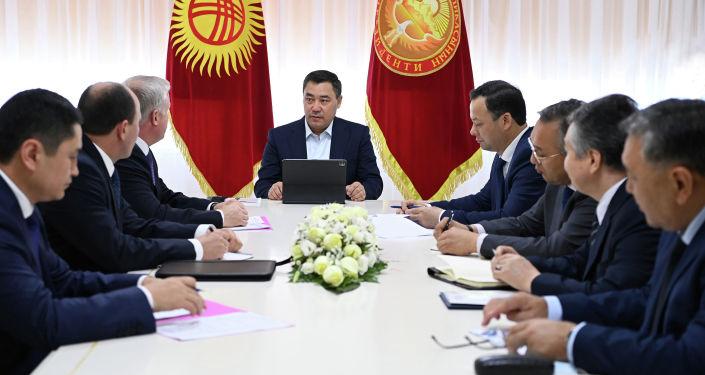 Президент Кыргызстана Садыр Жапаров во время встречи с Генеральным секретарем Организации Договора о коллективной безопасности (ОДКБ) Станиславом Засем
