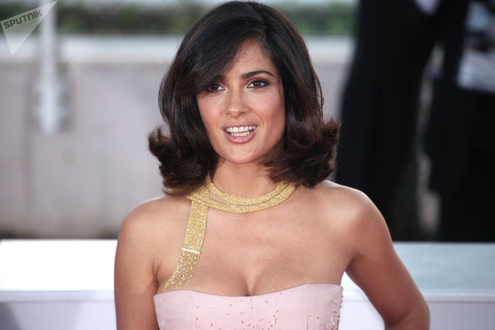 Параллельно с актерской карьерой в начале 2000-х она основала продюсерскую компанию, занявшись производством фильмов и телепроектов