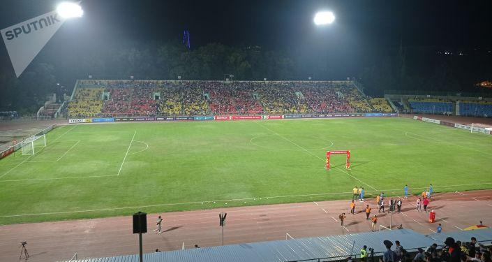 Стадион имени Долона Омурзакова в Бишкеке перед матчем Кыргызстан — Палестина в рамках Кубка трех наций. 02 сентября 2021 года