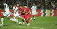Футболисты сборной Кыргызстана и Палестины во время товарищеского матча в Бишкеке в рамках Кубка трех наций. 02 сентября 2021 года