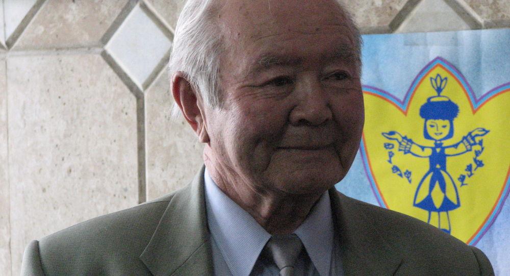 Кыргыз эл жазуучусу Өскөн Даникеев. Архивдик сүрөт