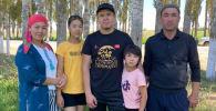 Девятилетняя спортсменка Жасмина Арзыбаева вместе с семьей