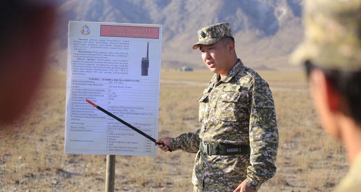 Военнослужащий на командно-штабных мобилизационных учений Юг-2021 в Баткенской и Ошской областя