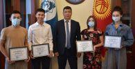 Мэр Бишкека Айбек Джунушалиев и воспитанники Социального общежития, которые поступили  в Чувашский Государственный университет в Чебоксарах