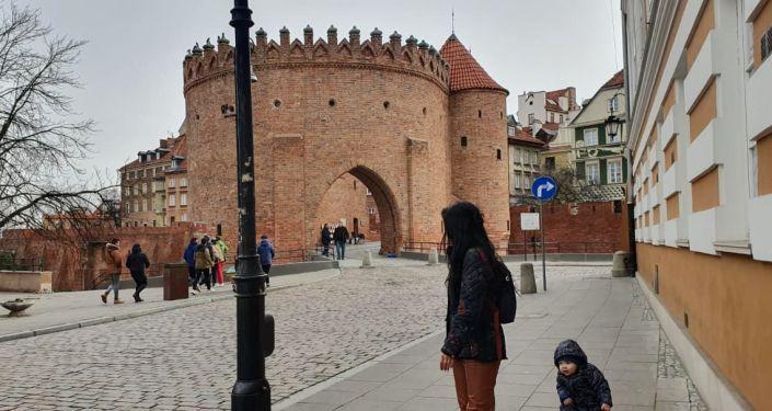 Старый город Варшавы в зимнее время года. Архивное фото